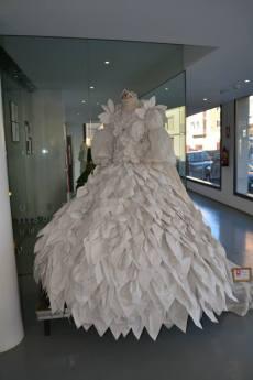 vestido papel blanco