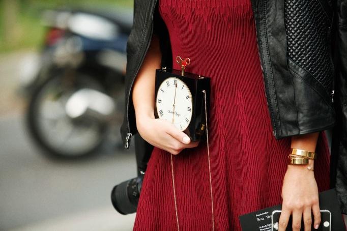 bolso en forma de reloj