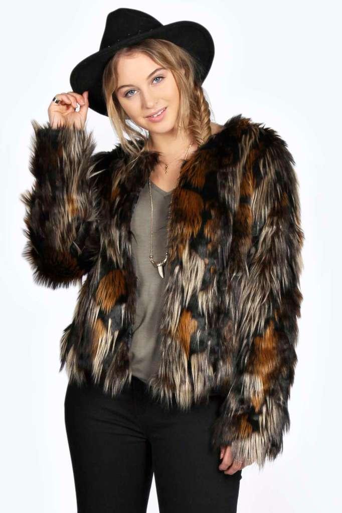 abrigo de pelo marrón