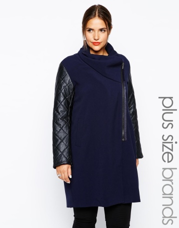 abrigo azul con mangas cuero