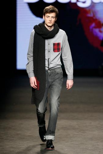 Desigual bufanda negra