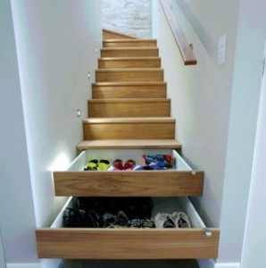 zapatero en la escalera