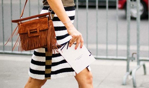 bolso marrón de flecos