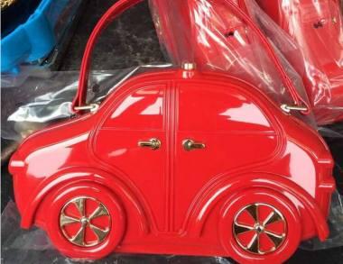 bolso coche rojo